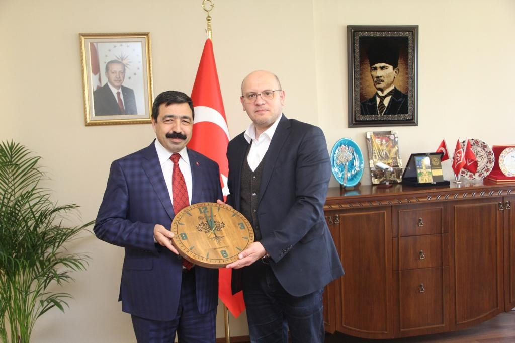 İzmir Katip Çelebi Üniversitesi Rektörü Sayın Saffet KÖSE ziyaret edilerek Sayın Rektörümüz, Rektör Yardımcısı ve kıymetli hocalarımıza Ekobox sunumu yapıldı. İlgi ve alâkalarına teşekkür ediyoruz.